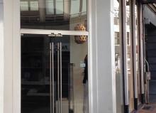 glazen voordeur winkel etalage