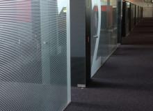 tussenwanden met glazen deuren vergaderruimtes